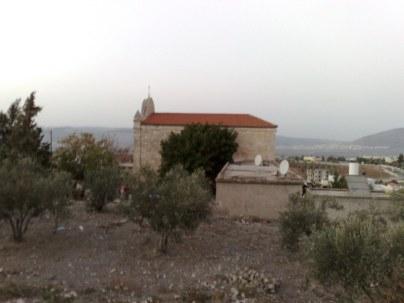 Przemierzając drogę z Góry Tabor w kierunku Nazaretu znajduje się również miejscowość Nain, znaną ze stron Ewangelii.