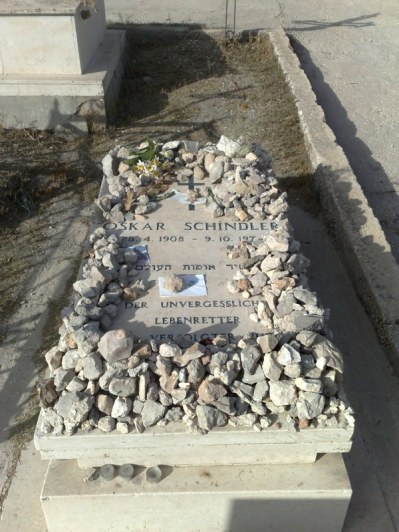 """... na którym pochowany został Oskar Schindler, znany chociażby z filmu """"Lista Schindlera"""""""