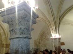 Pięknie oświetlone sklepienie, gdzie ciekawscy mogą jeszcze znaleźć pozostałości po chrześcijańskiej przeszłości tego miejsca: symbol baranka oraz pelikana, oba wskazujące na Jezusa.