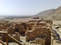 Pozostałe wykopaliska ukazują miejsca przeznaczone do jedzenia, obmyć rytualnych, przygotowywania posiłków itd.