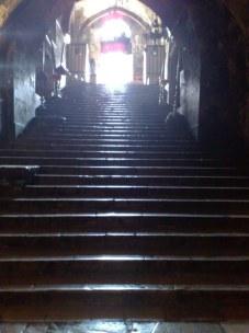 Schody prowadzące do Grobu Maryi