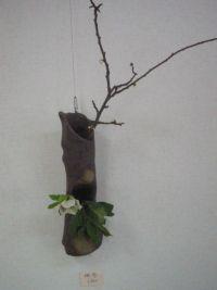【写真】Sigeru の花器「黒化粧灰油掛け花」(ギャラリー「散歩路」にて撮影)