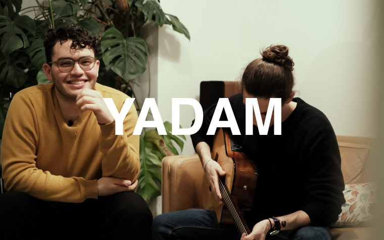 Yadam en session acoustique