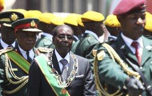 Mugabe 'has nothing to do with cash shortages'