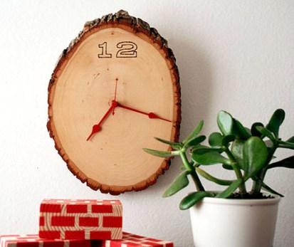 Eine Uhr aus einer Astscheibe. Selbermachen? Dann hier entlang: http://bit.ly/vhH8nm