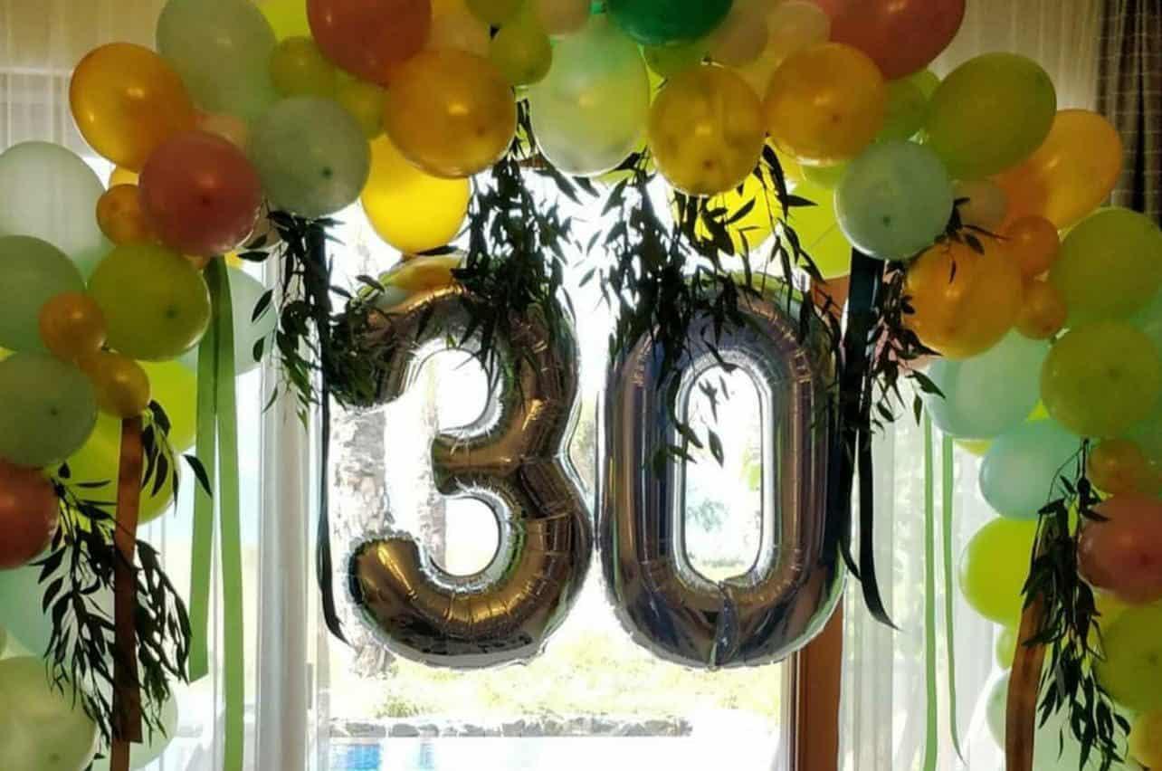 הכנת צימרים לימי הולדת, ימי נישואין וכל אירוע הדורש עיצוב בלונים או סידורי פרחים בצימר
