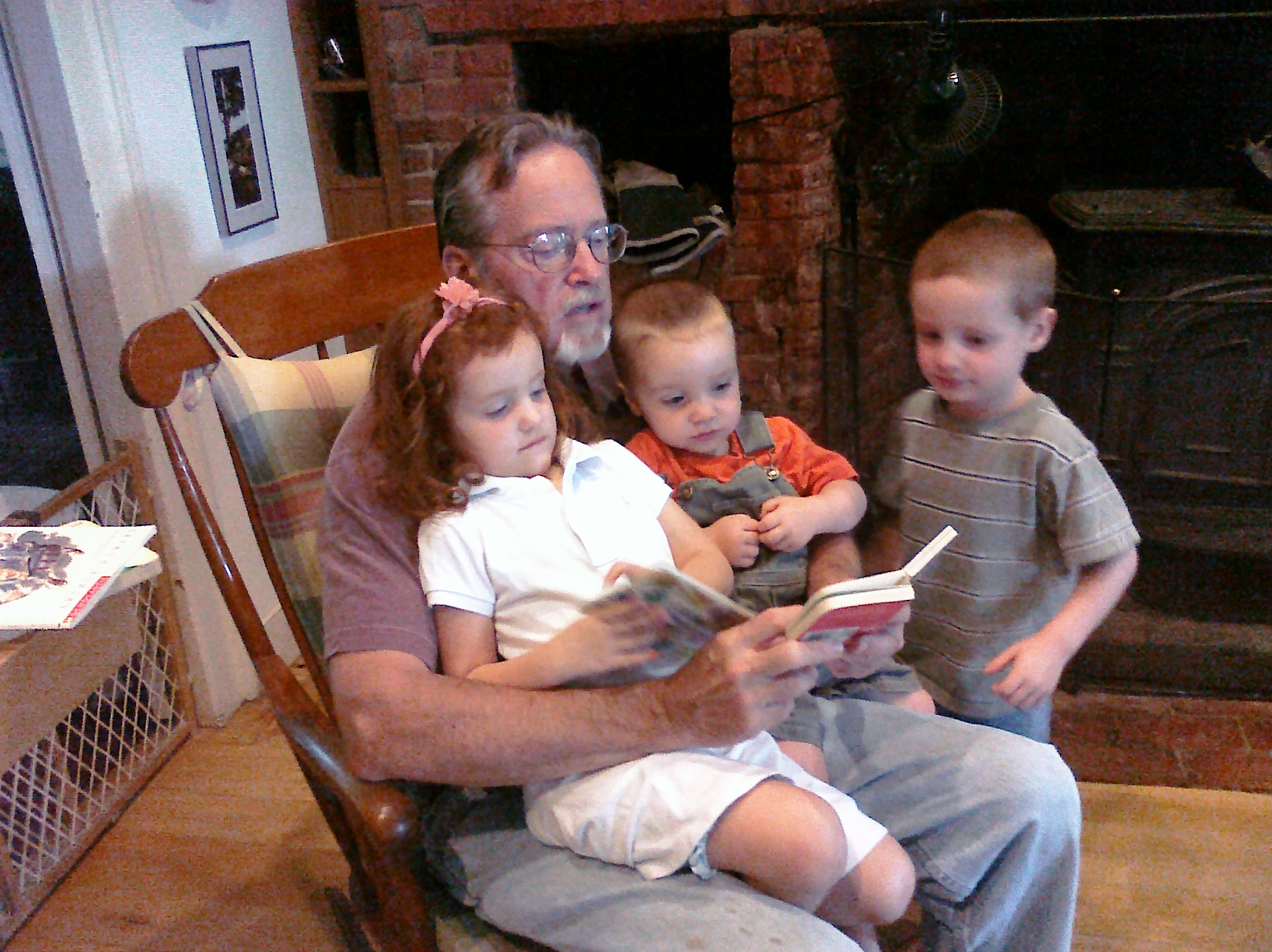 Read to me, Grandpa!