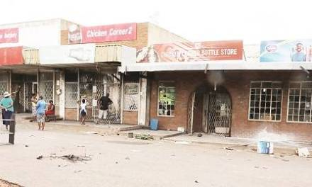 Shop 'looter' bleeds to death