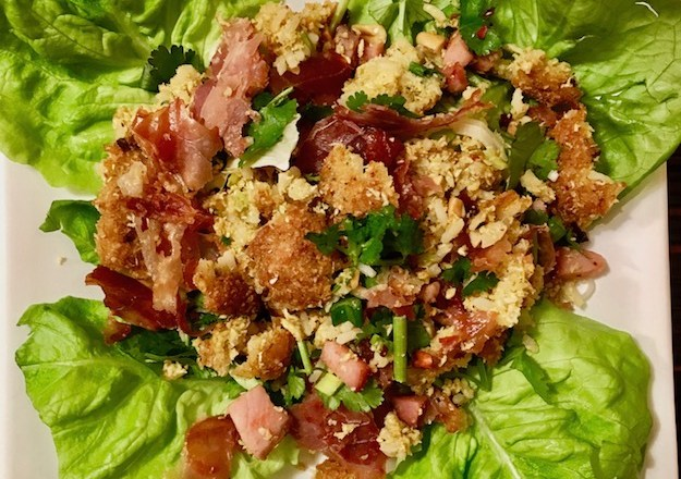 knusprigerreissalatauslaos - nemkhao - reissalat - frittiertereisbällchen - reisbällchen - Erdnüsse - asiatischerreissalat - asiatischeküche - laotischeküche