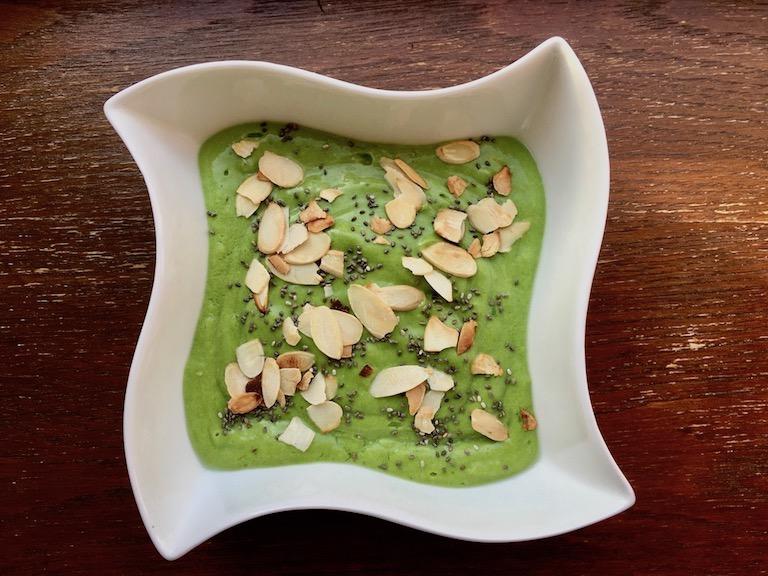 Rezepte: Smoothies & Getränke: Grüner Fenchel-Smoothie in der Schale
