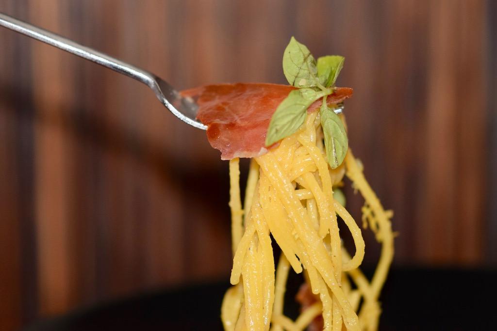 Rezepte: Hauptgerichte: Spaghetti al limone auf Gabel