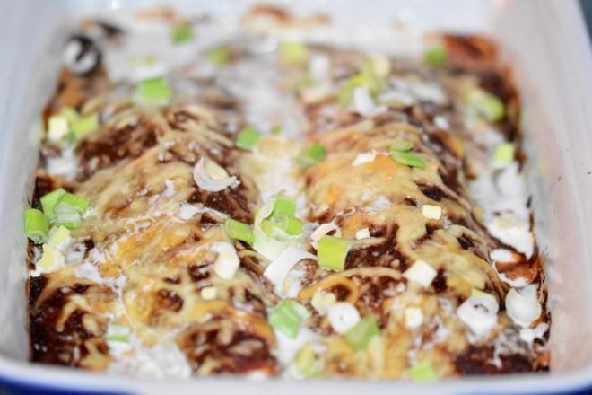 überbackene Enchiladas Rojas mit Hähnchen - überbackene Enchiladas - Enchiladas Rojas - rote Enchiladas - Enchiladas mit Hähnchen - glutenfrei - milchfrei - Rezept - einfach - mexikanische Enchiladas - Enchilada Sauce -vegane Variante