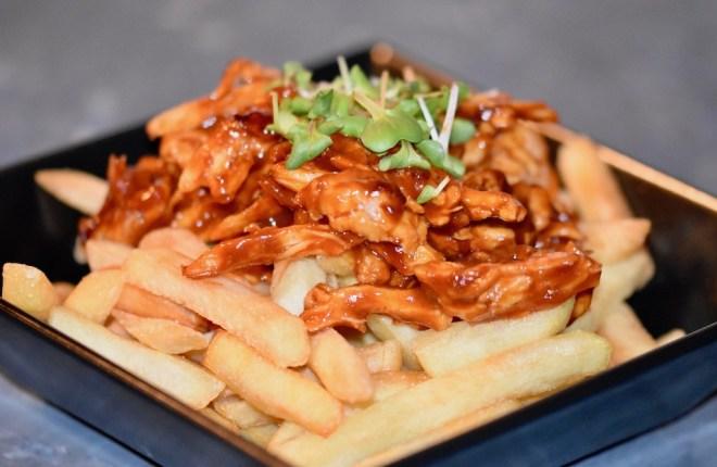 Poutine mit Pulled Chicken - Poutine - pulled chicken - Rezept - kanadisch - Kanada - Streetfood - Pommes frites - Québec - Fast Food - einfach - Pommes - selber machen - glutenfrei - milchfrei