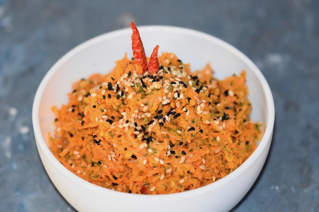 orientalischer Karottensalat - Karottensalat - Rezept - einfach - schnell - Dressing - gesund - Sesam - roh - vegan - glutenfrei - sojafrei - Clean Eating - Salat - Karotten - Mezze