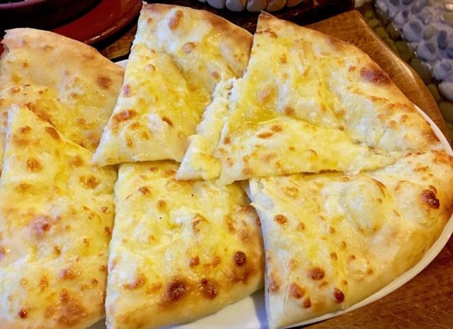 Chatschapuri - gefüllte Fladenbrote aus Georgien ein Überblick - georgische Chatschapuri - georgisches Fadenbrot - Khachapuri - Georgien - georgische Küche - Fladenbrot - Georgien kulinarisch - Spezialitäten aus Georgien - essen