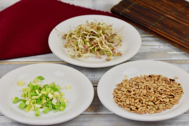 Quinoa-Bowl mit asiatischem Dressing - Quinoa-Bowl - Bowl - Quinoa - Dressing - asiatisch - Buddha-Bowl - Salat - Rezept - glutenfrei - vegan - gesund - einfach - Meal Prep - schnell