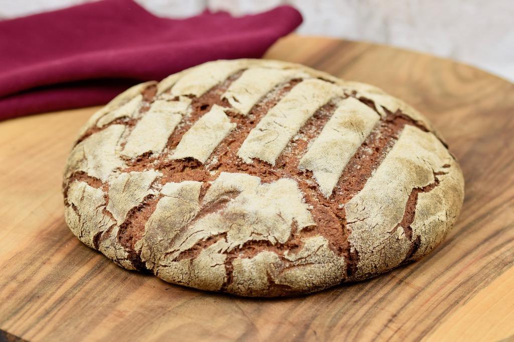 knuspriges Roggenbrot backen - Rezepte - backen - Brot backen - Sauerteigbrot - Roggenbrot mit Sauerteig - reines Roggenbrot - mit Hefe - ohne Hefe - mit Trockenhefe - gesund - saftiges - Kastenform