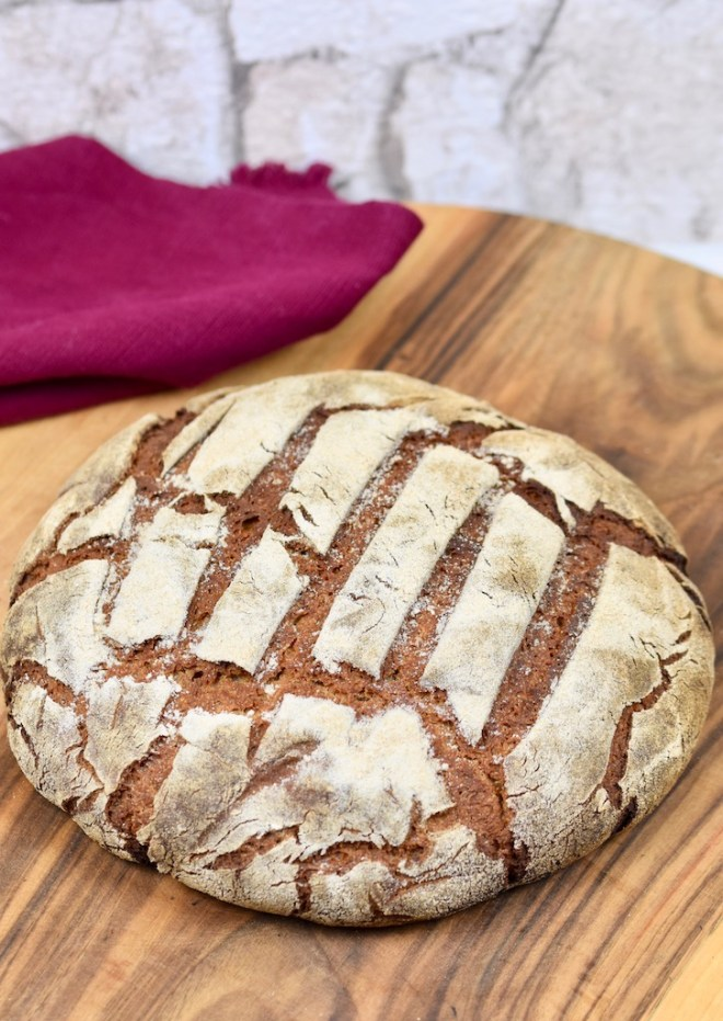 knuspriges Roggenbrot backen - Rezepte - backen - Brot backen - Sauerteigbrot - Roggenbrot mit Sauerteig - reines Roggenbrot - mit Hefe - ohne Hefe - mit Trockenhefe - gesund - saftiges - Kastenform