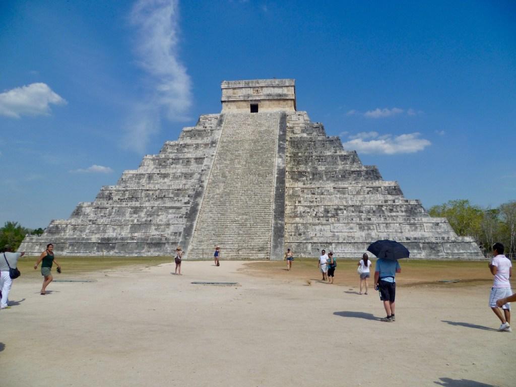 """Stufenpyramide """"El Castillo"""" in Chichén Itzá - Mexiko"""