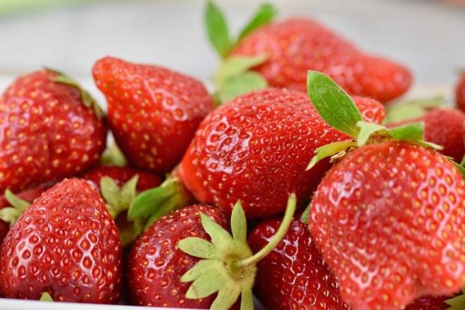 mehrere Erdbeeren - Nahaufnahme
