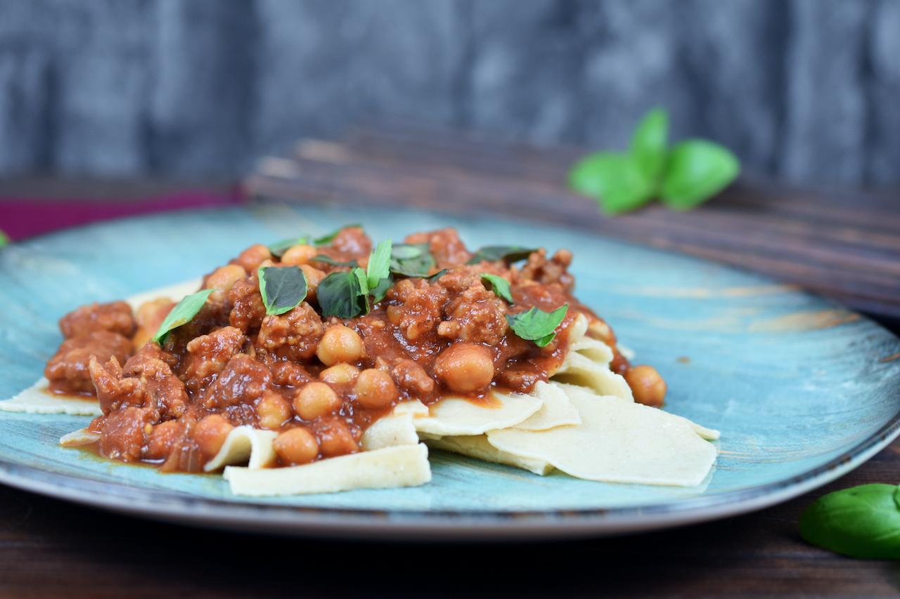 Pasta mit Salsiccia und Kichererbsen - italienisches Rezept - Zimt & Chili