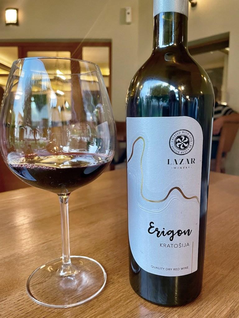 Essen und Trinken in Mazedonien - Wein - Kratošia von Lazar - mit Glas