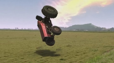 Este tractor no es amarillo