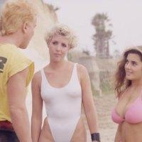 Los surfistas nazis deben morir (1987)