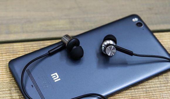 151111-mi-in-ear-headphones-pro-06