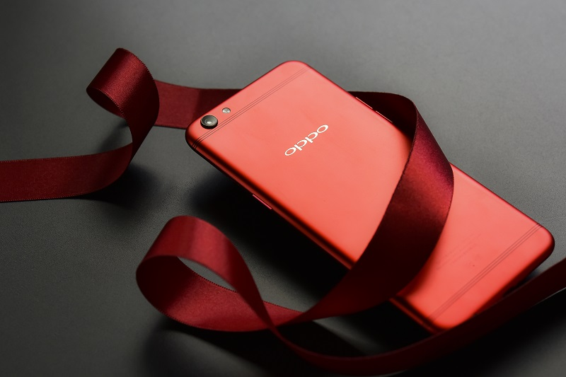 The limited OPPO R9s Valentine Red Edition
