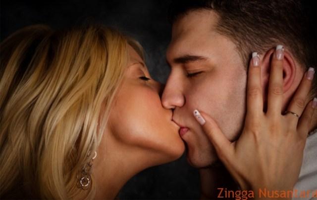 Berciuman Dapat Menambah Keharmonisan dalam Menjalani Suatu Hubungan