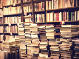 Community Comes Together to Save a Dying NY Bookstore