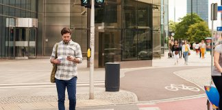 New York Might Be the First State to Ban Texting While Crossing the Road