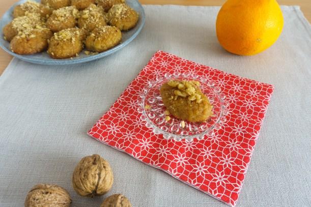Melomarona - griechisches Weihnachtsgebäck mit Orangensaft und Walnüssen