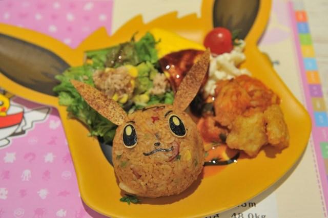 這個是「伊步的貪心餐盤」,餐盤也是一樣在用餐完畢後可以選擇加價購把伊布造型的餐盤帶回家喔!