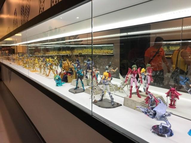 展覽的後面,還有展出滿滿的聖鬥士聖衣模型公仔。