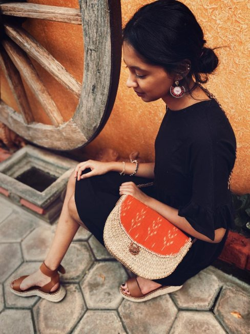 trendy sea grass sling bag