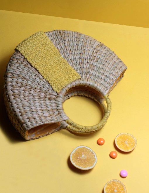 women straw handbag