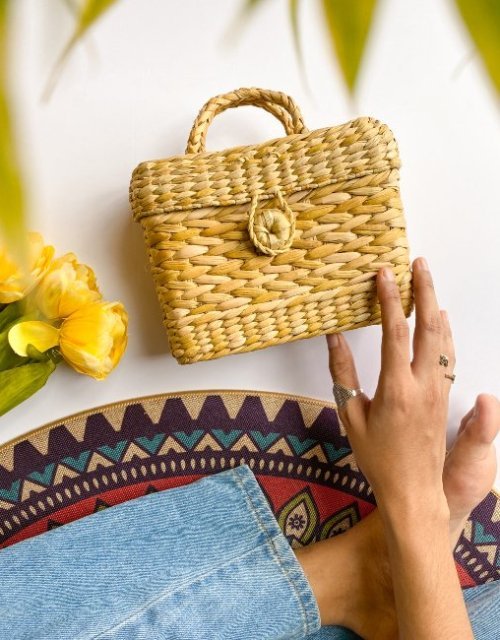 weaved straw handbag