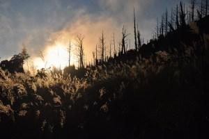 Západ slunce a kempování u jezera Jialuo