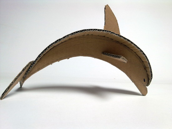 delfin-z-kartonu-tektury-1