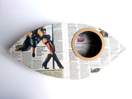 lampa-z-tektury-i-gazety-oko-1