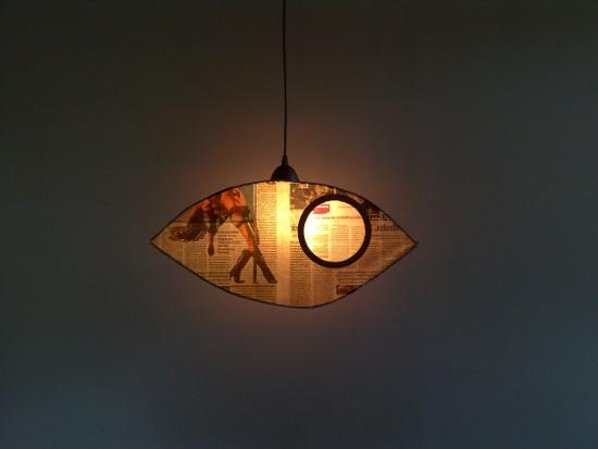 lampa-z-tektury-i-gazety-oko-10