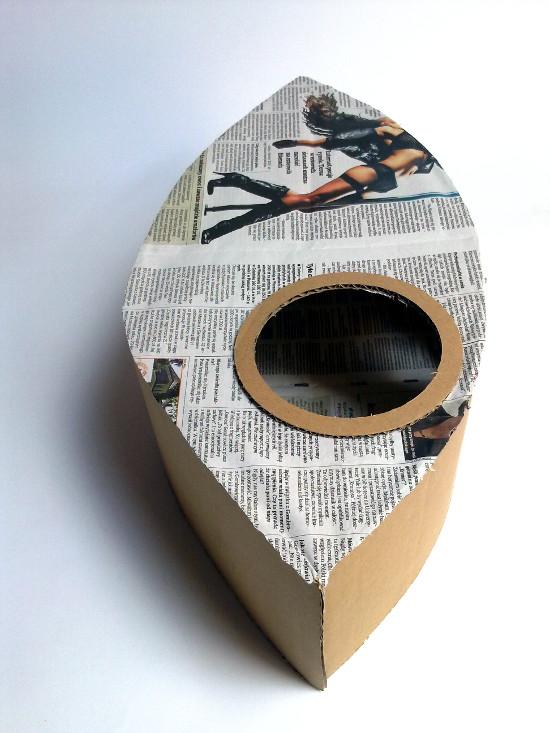 lampa-z-tektury-i-gazety-oko-2