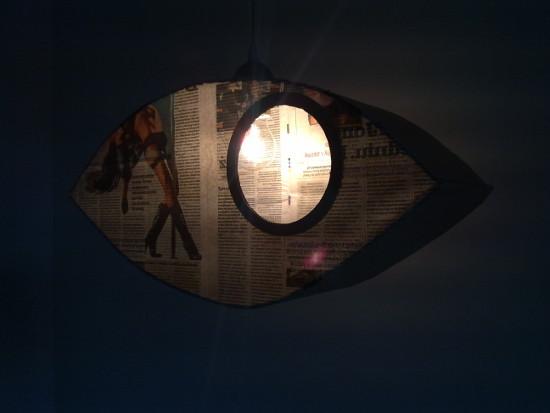 lampa-z-tektury-i-gazety-oko-9