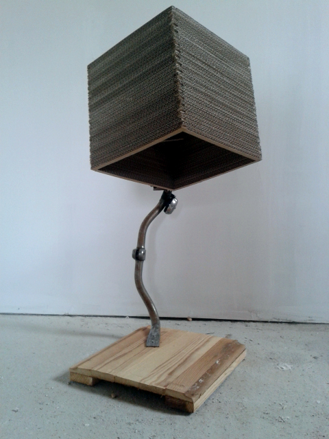 lampa-rowerowa-z-kartonu-3
