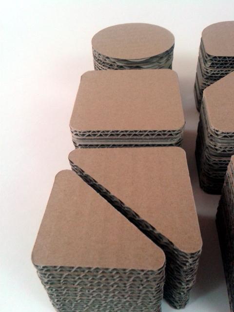 postumenty kartonowe pod produkty - 3