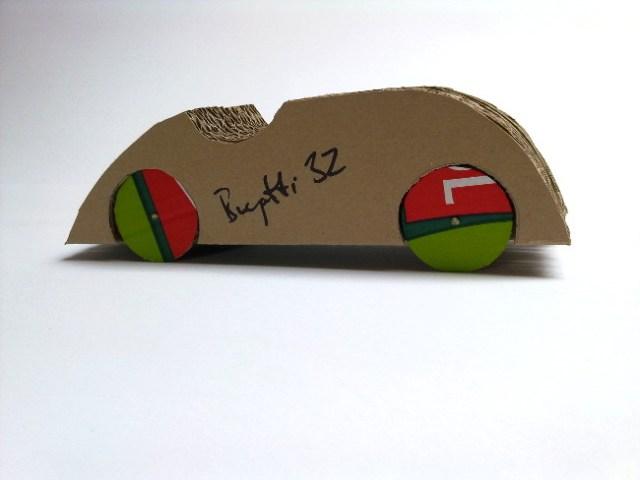 cardboard-car-bugatti-32-9 - tekturowy samochód