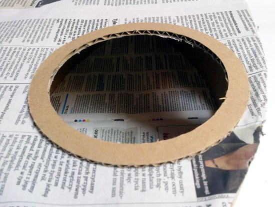 Oko lampa z tektury i gazety / Eye cardboard and newspaper lamp