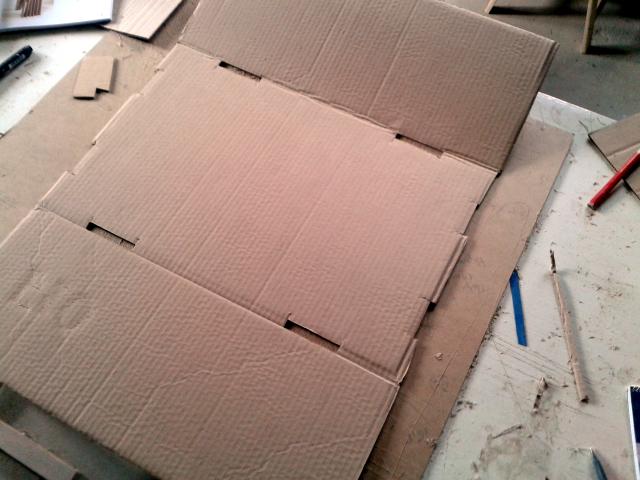 Projekty ksiazkowe z tektury - stolek - 1
